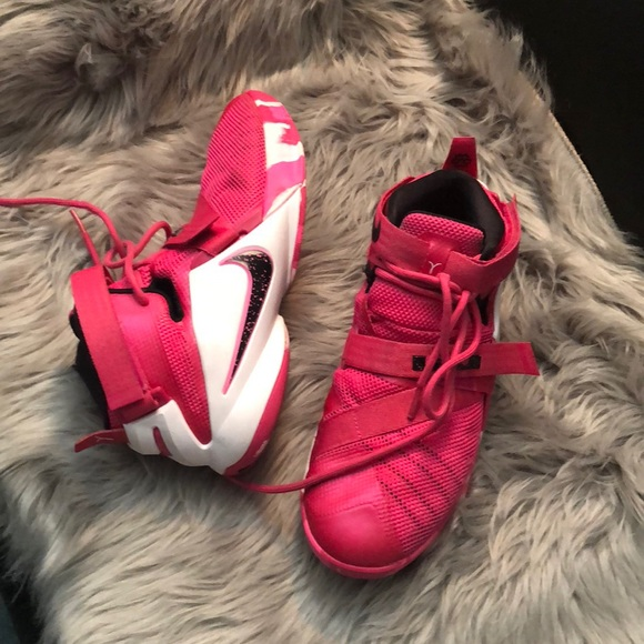 Lebron james shoes size 8 womens 6.5 Y daab00c18
